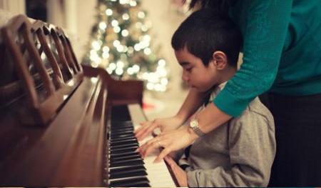 学钢琴跟不要钱似的