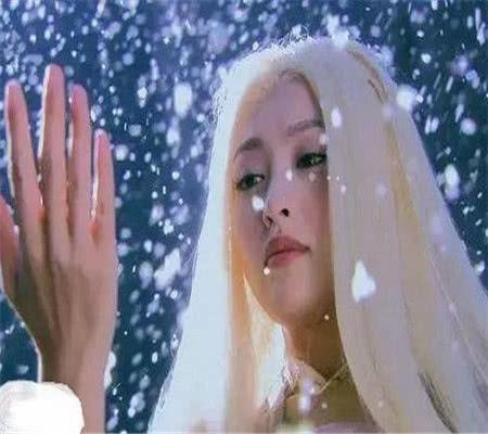 热巴:我白发艳,杨幂:我白发妖,看到赵丽颖:好想谈恋爱