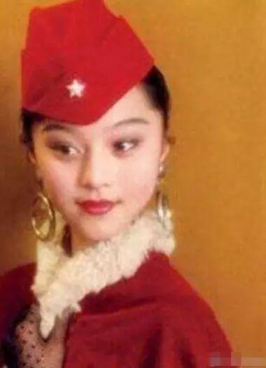 明星童年制服照,杨洋军装照帅气满分,杨紫穿学士服超萌!