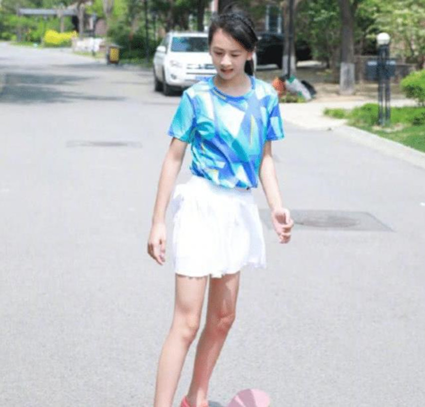 """""""整容式长大""""只服田亮女儿,12岁身材不输杨幂,近看撞脸关晓彤"""