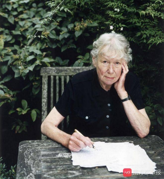 她被誉为英国文学最优雅最独特的声音,小说《无辜》首次译介出版