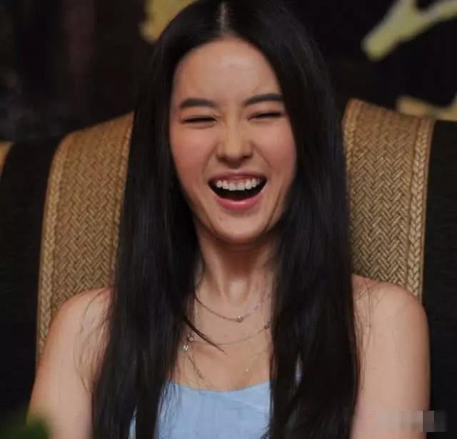 """一笑就出丑的4位女明星,杨幂刘亦菲仙气全无,她笑成""""土拨鼠"""""""