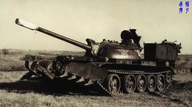 太奇葩!印度拼凑出扫雷坦克,五对轮后带拖车,装满炸药轰地雷