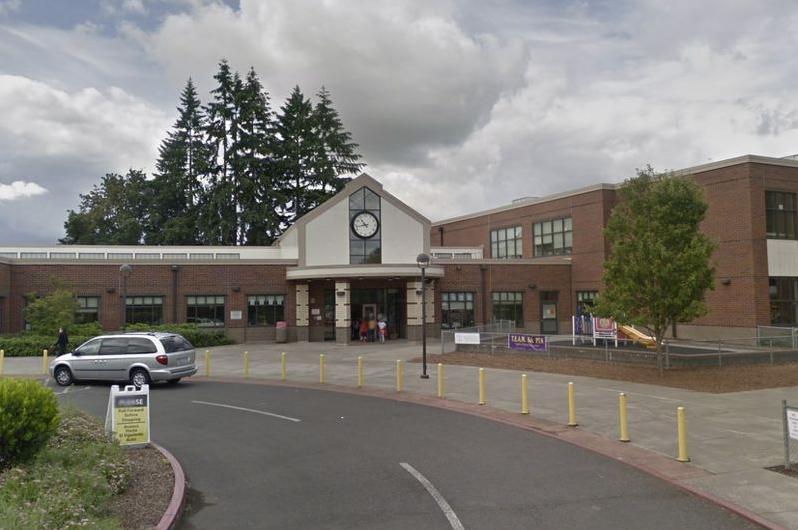 美国华盛顿州一小学停车场发生枪击事件
